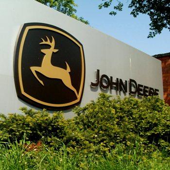 Выпуск новых компактных погрузчиков 244L и 324L от компании John Deere
